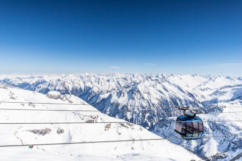 Blick über die Alpen auf dem Hintertuxer Gletscher