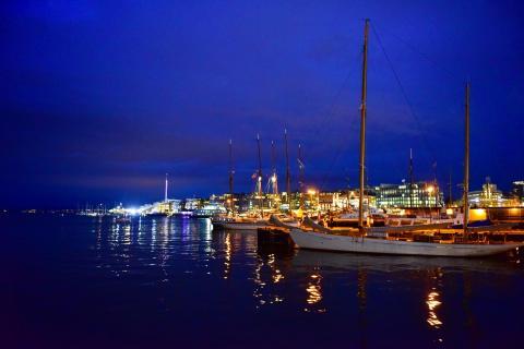 Hafen in Oslo bei Nacht , Norwegen / Skandinavien