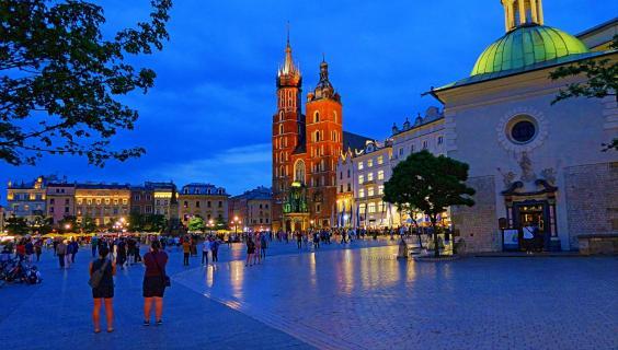 Kraków by night