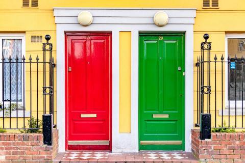 Bunte Eingangstüren in Dublin