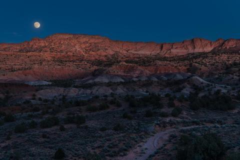 Mond ueber Vermilion Cliffs
