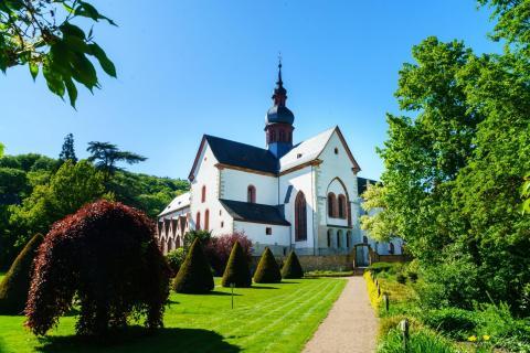 Gartenansicht von Kloster Eberbach im Rheingau