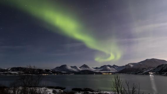 Klarer Nachthimmel mit Polarlicht