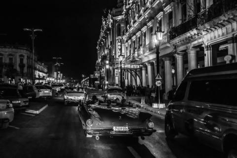 Havanna Classic Cars by night