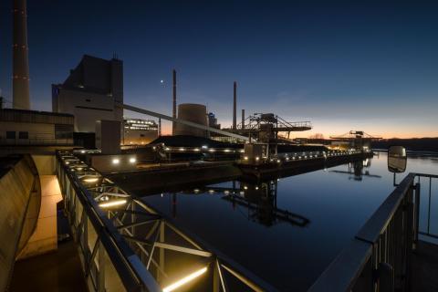 Blaue Stunde am Kraftwerk