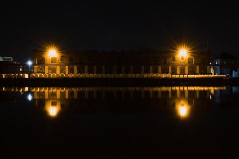 Altglas in der Nacht