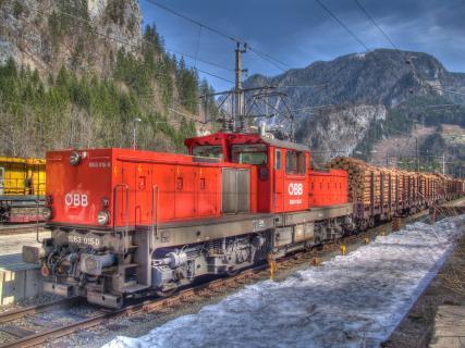 Güterzug vor der Anfahrt durchs Gesäuse