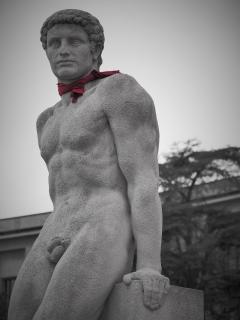 Adonis mit rotem Tuch