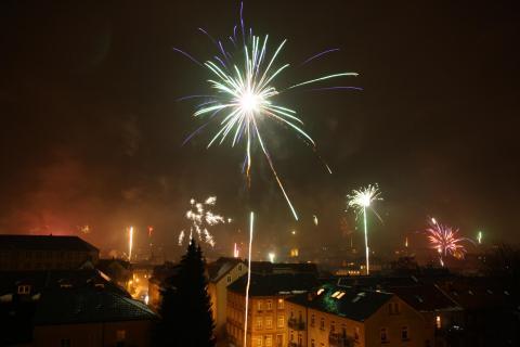 Stadtlandschaft mit Feuerwerk