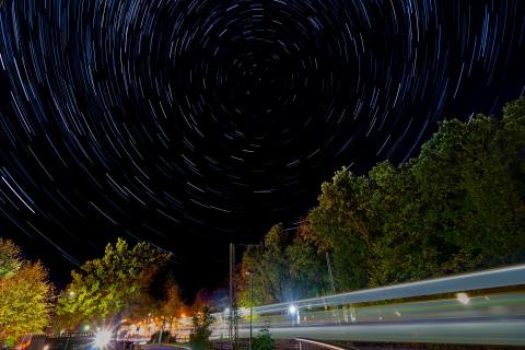 HORNEBURG Star trails am Bahnübergang