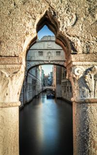 Seufzerbrücke in Venedig aus einer besonderen Perspektive
