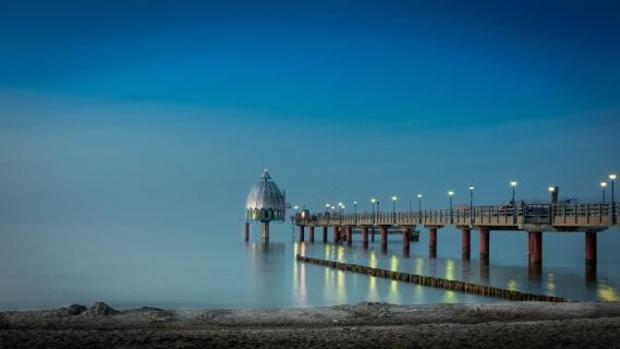 Sebrücke Zingst zur Blauen Stunde