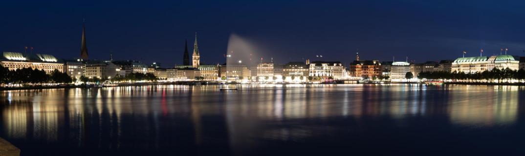 Hamburg Binnenalster zur blauen Stunde