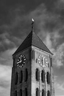 Kirche mit falscher Uhr