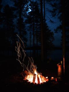 - Lagerfeuerromantik -