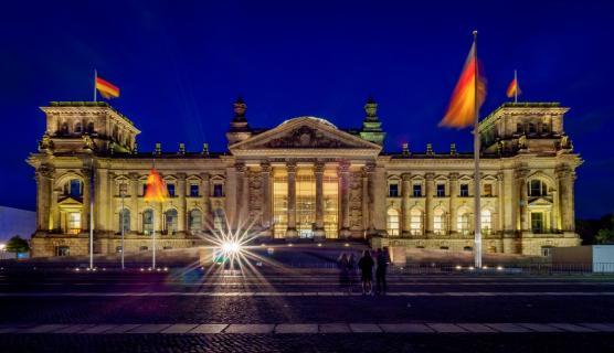 Berlin, Reichstag bei Nacht