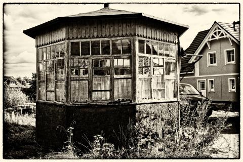 alter Gartenpavillon