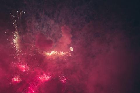 Feuerwerk im Mondschein
