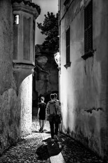 Jungen auf dem Heimweg