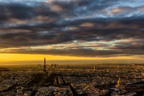 Nachtanbruch über Paris