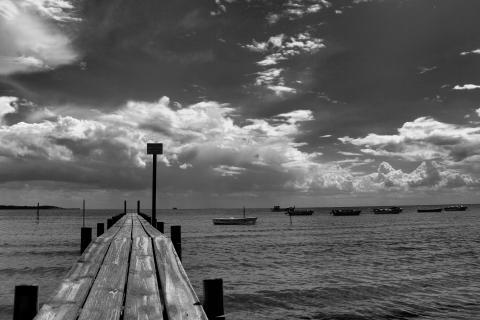 Der Holzsteg zum Meer