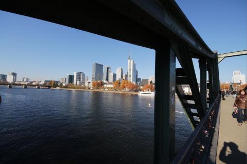Frankfurt vom Main aus gesehen