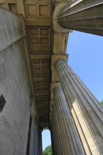 Säulen von unten gesehen