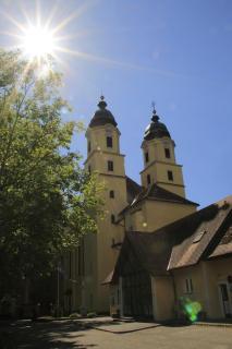 Kirche im Gegenlicht