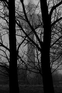 Funkturm im Nebel