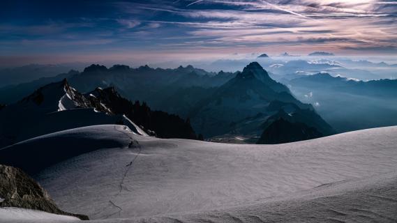 Erstes Tageslicht am Mont Blanc