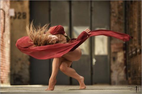 Anna is Dancing Modern