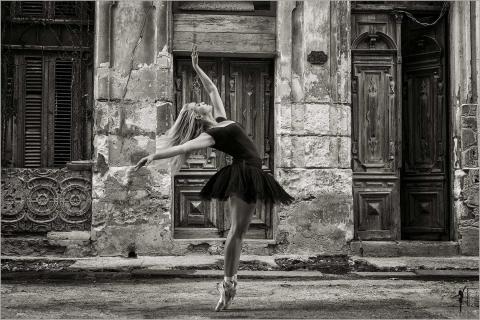 Ana in den Strassen von Havanna