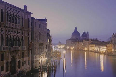 Canal Grande in Venedig bei Sonnenaufgang