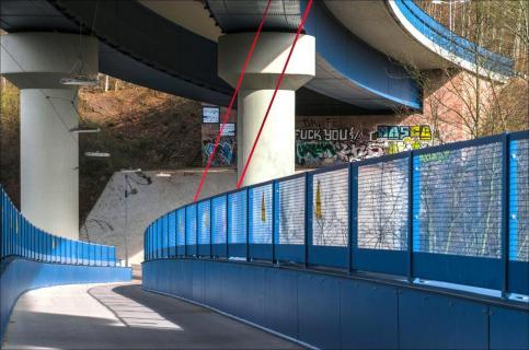 -Inspiracles - blaue Brücke unter der Autobahn