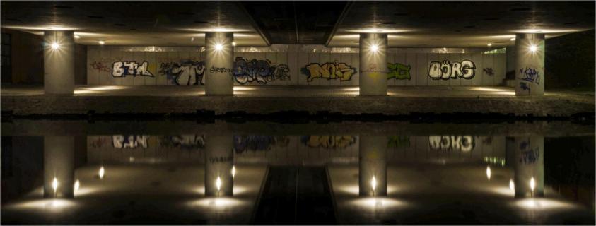 Spiegelung unter der Brücke