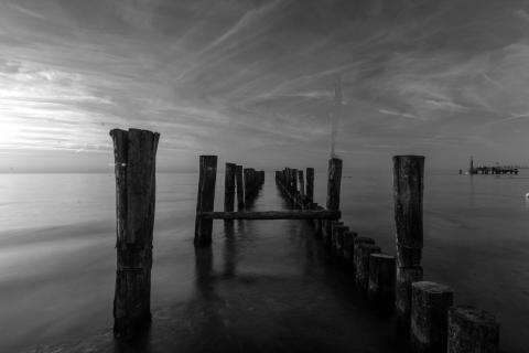 Sonnenuntergang in Schwarz/Weiß