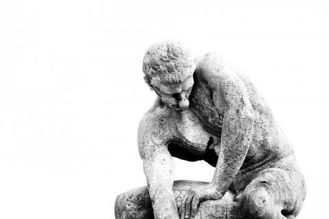01 Steinfigur mit Pappnas_Martin_ Roblitschka