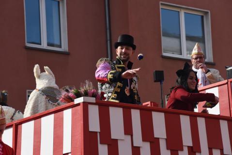 Auf dem Karnevalswagen