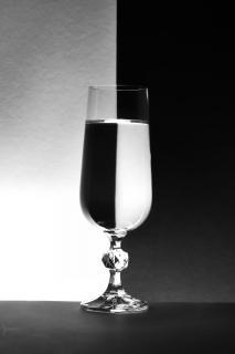 Glas schwarz weiß