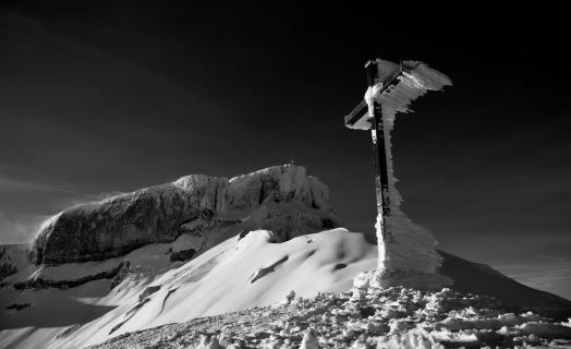 Verschneites Hahnenköpfle Kreuz