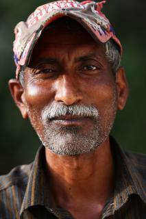 Ein Arbeiter in Mumbai