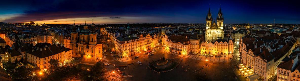 Turmblick auf den Altstädter Ring in Prag