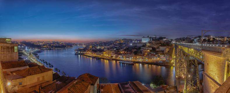 Panorama vom Südende der Ponte Luiz I. in Porto