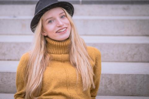 Carina mit Hut