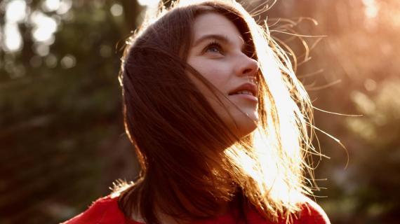 Laura im Sonnenschein