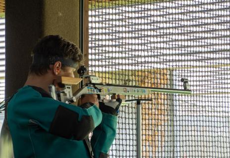 Gewehrschütze im Wettkampf