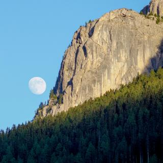 Mondaufgang in den Dolomiten