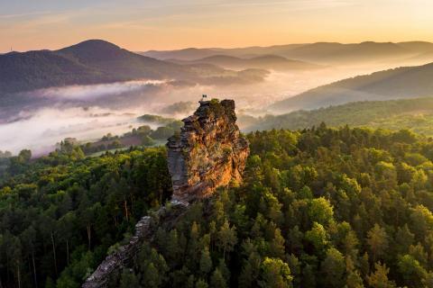 Der Fels erstrahlt im Morgenlicht