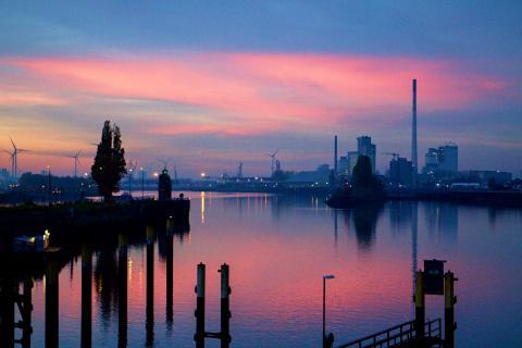 Hafenbecken in der Überseestadt