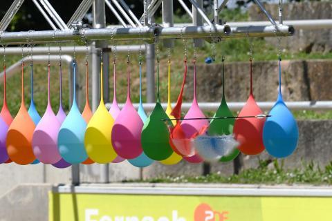 Bogenschießen mit Wasserballons